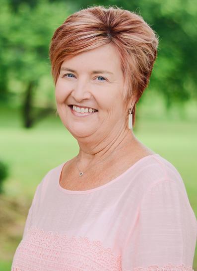 headshot Gina Lambert